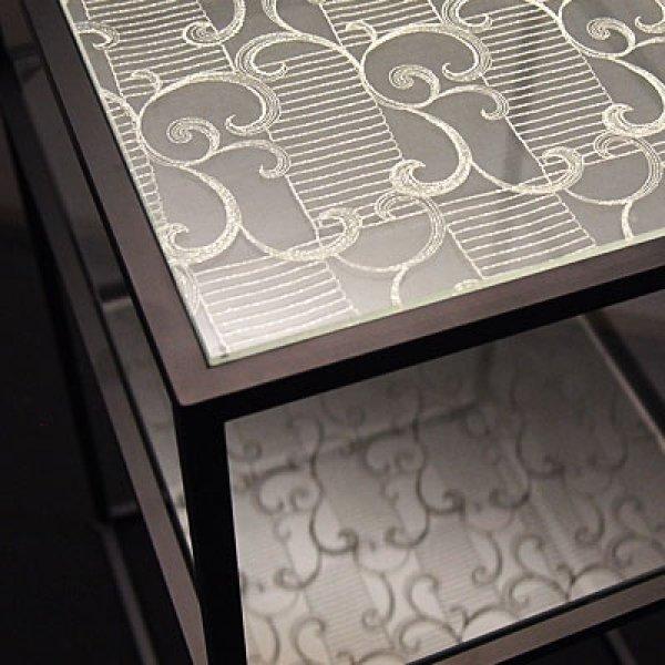 絹ガラス:市松に大唐草(いちまつにおおからくさ)