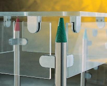 クランプ,ガラスを固定する金具,はさむ,climp