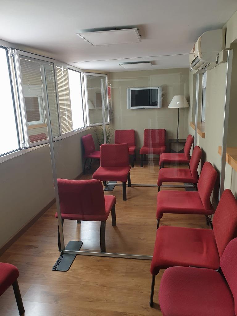病院や歯科医や会社待合室にコロナ感染症対策パーティション