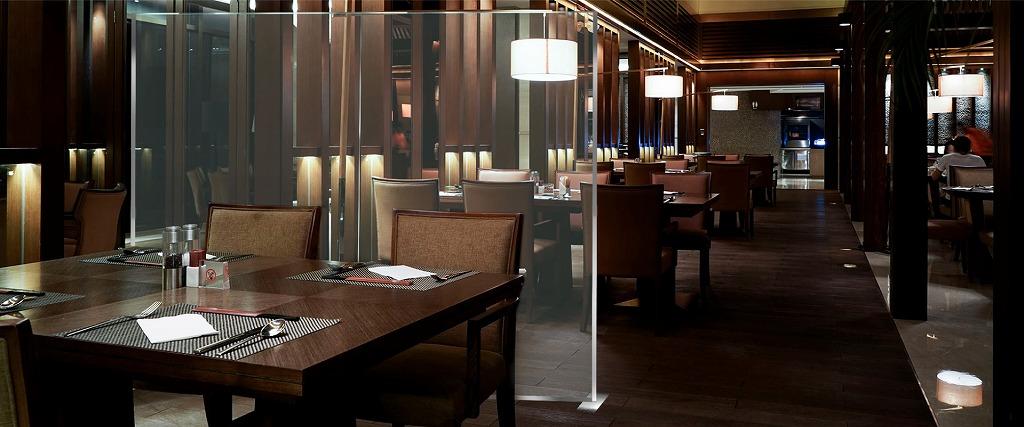 飲食店屋レストランやバーカウンターにコロナ感染症対策パーティション