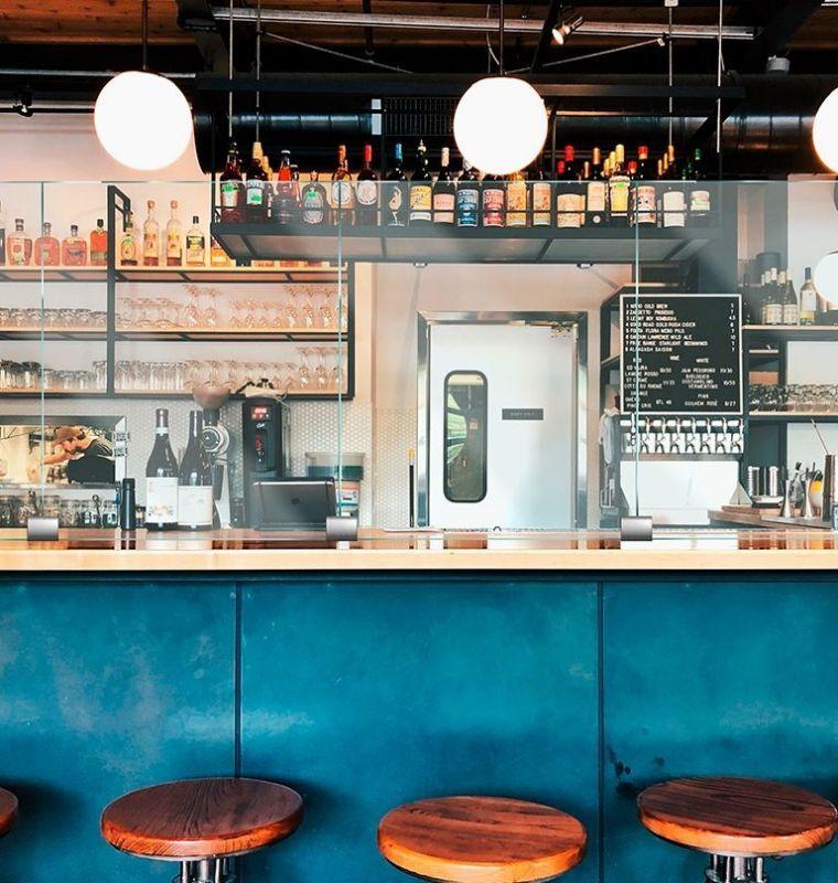 restaurant,飲食店屋レストランやバーカウンターにパーティション